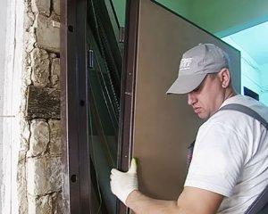 установка металлических межкомнатных дверей