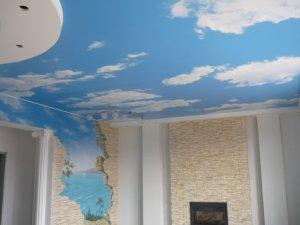отделка потолка - обои - фото