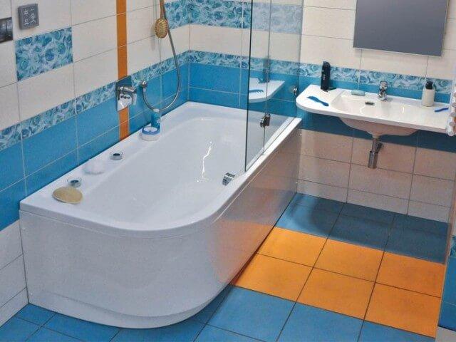 Как выбрать ванну для санузла?