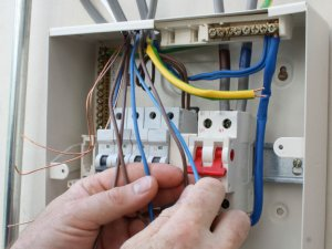 установка автомата в электрощитке цена