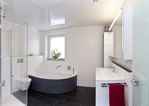 какой натяжной потолок в ванной