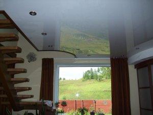 натяжной потолок в частном доме минусы