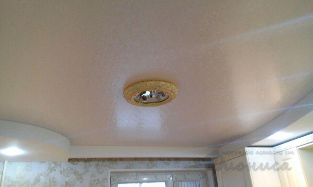 сатиновый потолок цвета