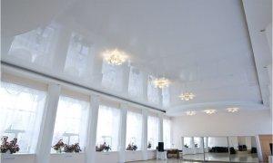 сатиновый или глянцевый потолок