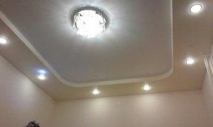 натяжной потолок с освещением