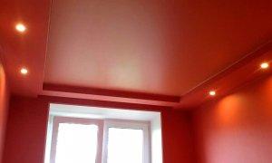 красный матовый натяжной потолок