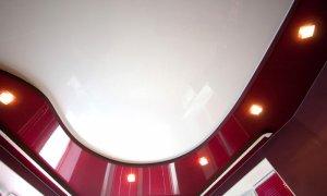 красный потолок с подсветкой