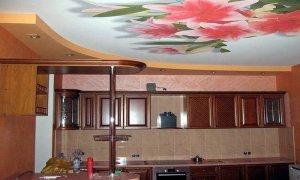натяжной потолок с рисунком цветы