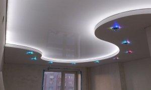 стильный натяжной потолок
