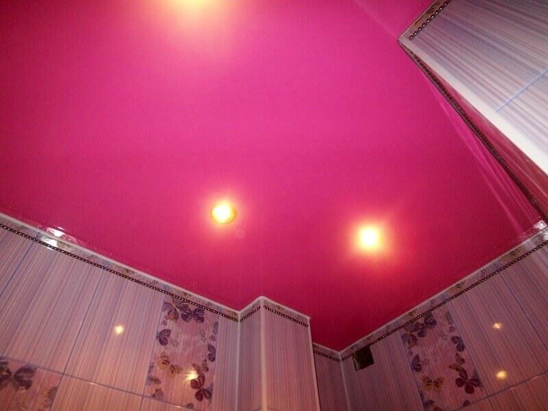 розовый матовый потолок