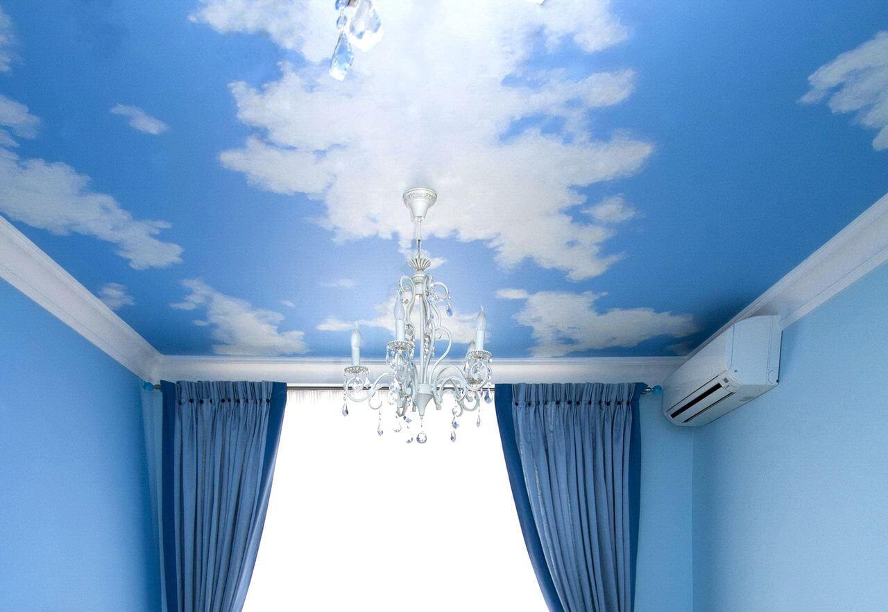 Натяжные потолки голубого цвета